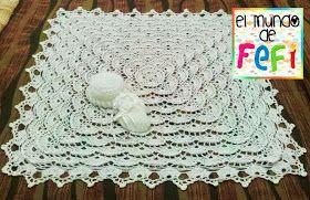 Mantilla, gorro y manoplas para bebé tejidos al crochet