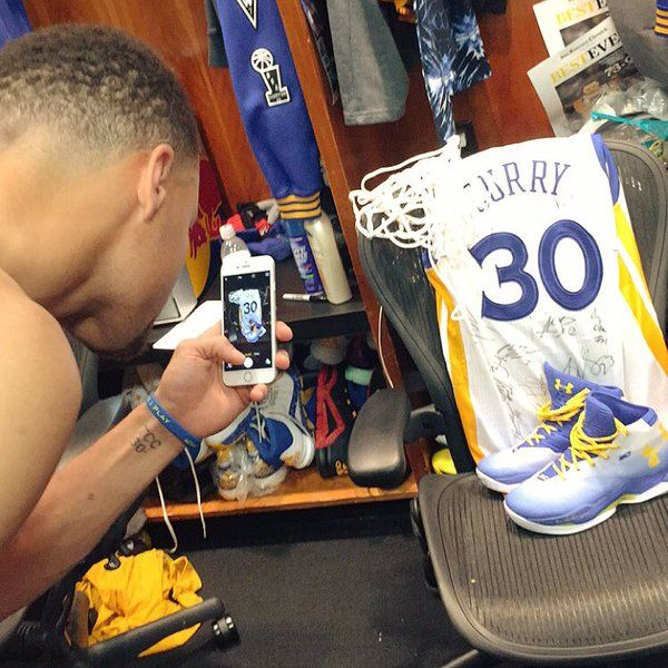 quality design 02d53 1ad0c Steph Curry taking a pic of his game worn jersey and shoes ...