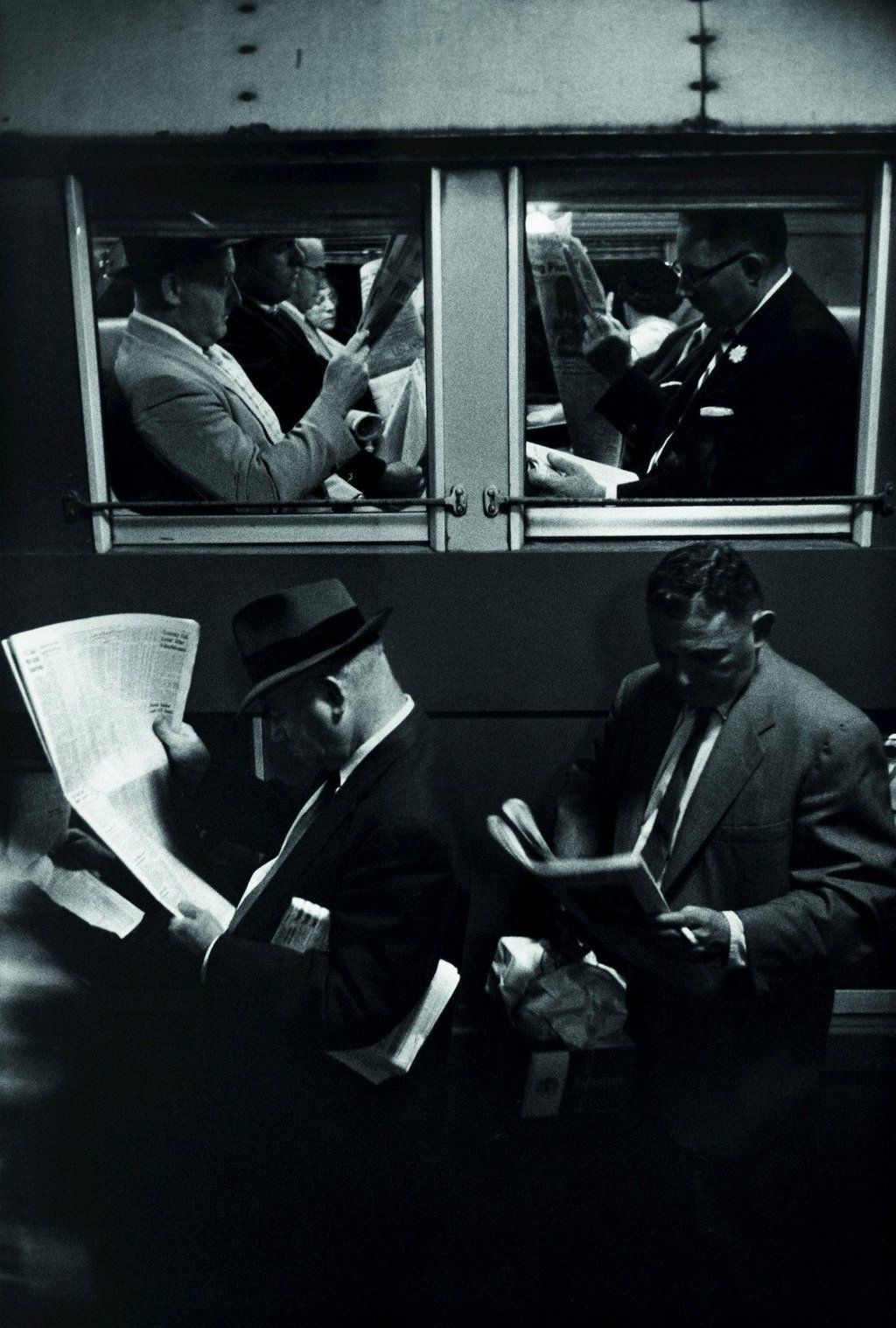 "Photography pro: ""#Photography Louis Stettner - Penn Station (1958)  — Camille Stein (CamilleStein) April 3, 2016"" : twitter"