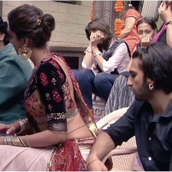 Ranveer Singh Caught Staring At Deepika S Waist Ranveer Singh Deepika Ranveer Deepika Padukone