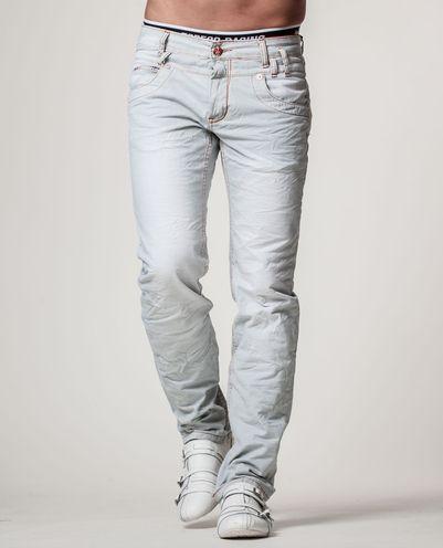 J Jeansin vaaleat farkut hillityillä yksityiskohdilla.