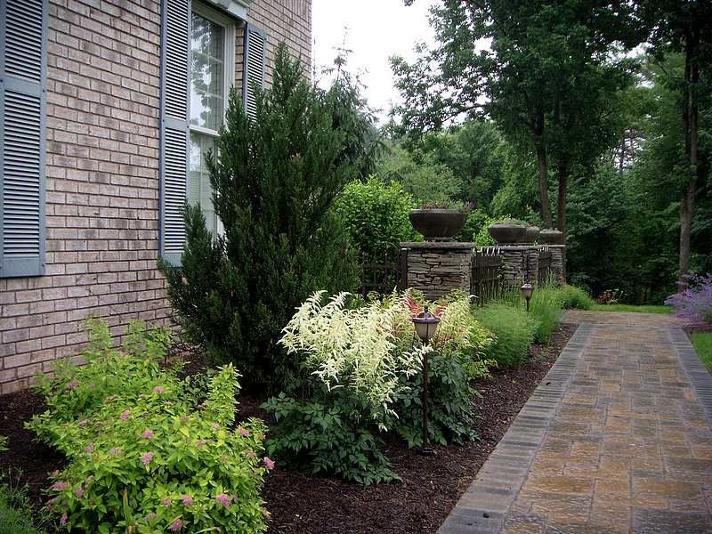 front yard landscaping idea
