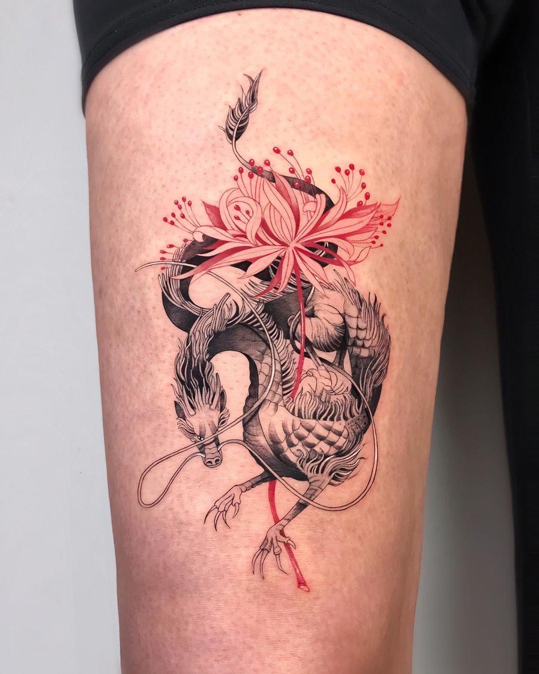 "Taylan Ulukır on Instagram: ""I had so much fun tattooing this custom design of a dragon/ spider lily! Thank you Ajdamira! 🐉🌸🐉🌸🐉 . . . . . #tattoodesign #snaketattoo…"""