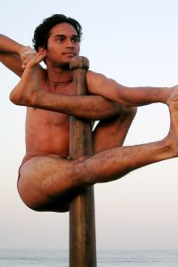 India, pole 'gymnastics' - like pole dancing but boys only ...