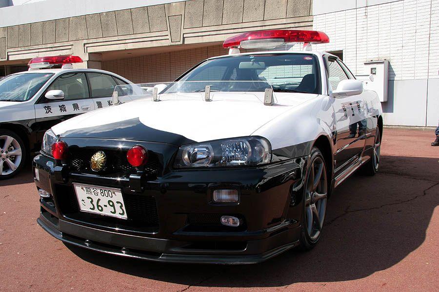 r34 gt r police car jpm entertainment foreign. Black Bedroom Furniture Sets. Home Design Ideas