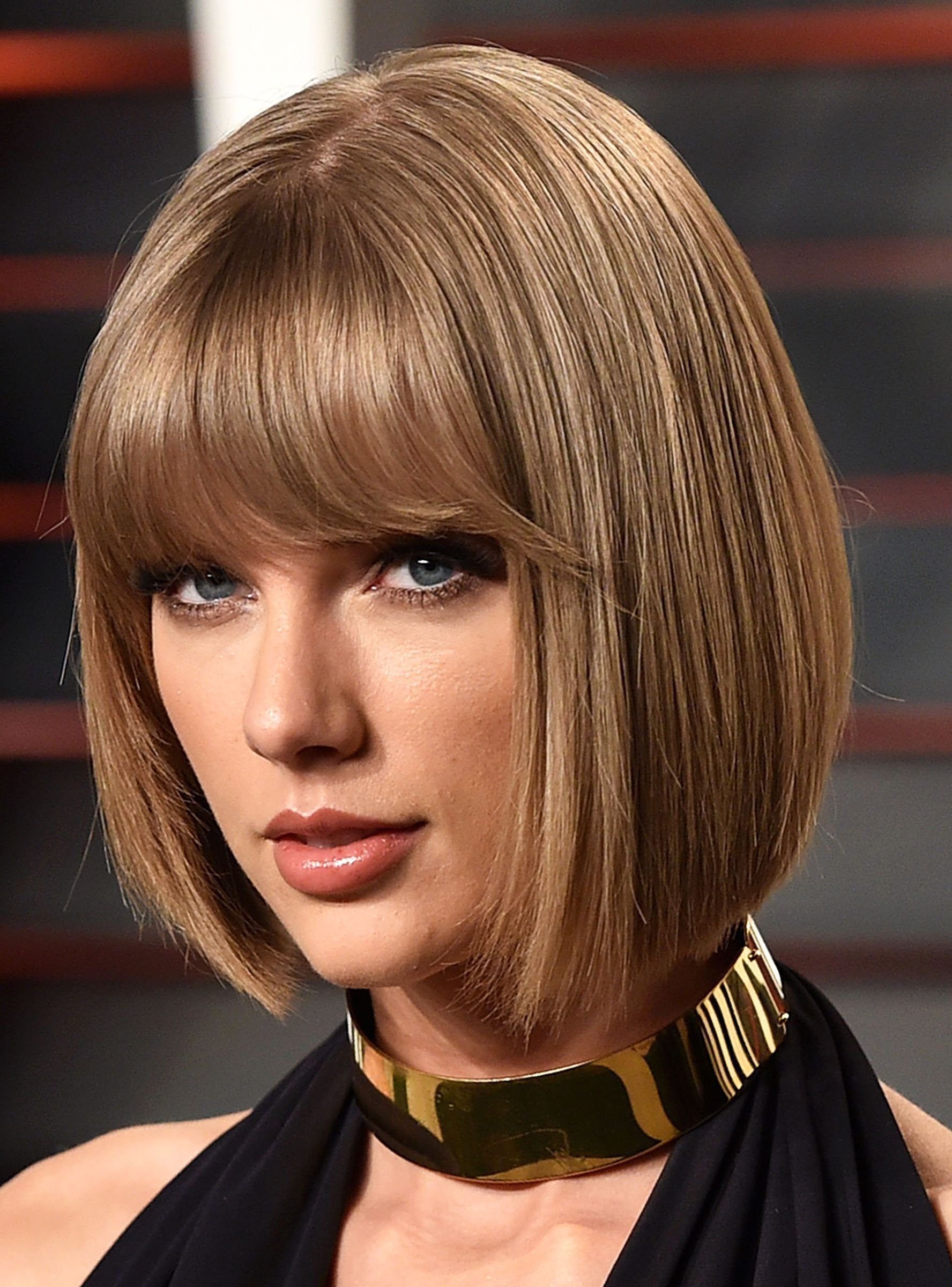 Taylor Swift Approves Of This Punny Newscast Inspired By Reputation Http R29 Co 2mndypd Blunt Bob Hairstyles Taylor Swift Hair Bob Hairstyles