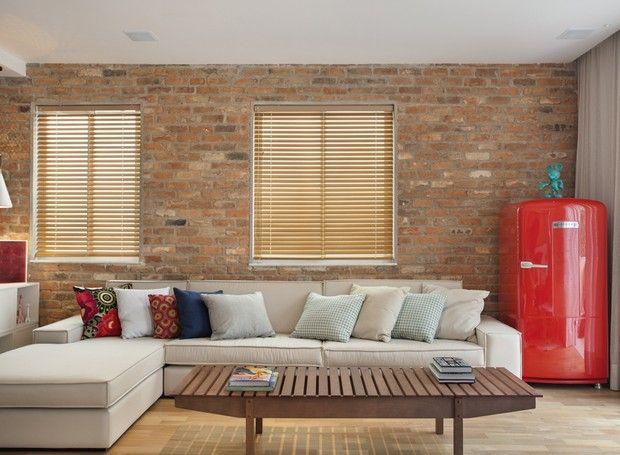 A sala de estar ganhou espaço para receber a geladeira que os moradores queriam…