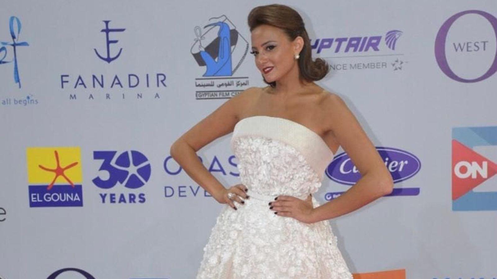 بشرى تدافع عن رانيا يوسف أمام الانتقادات وتكشف جديدها مع محمد رمضان فيديو Strapless Dress Formal Strapless Wedding Dress Wedding Dresses
