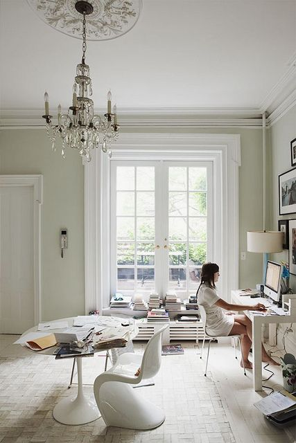 a little home office // all white