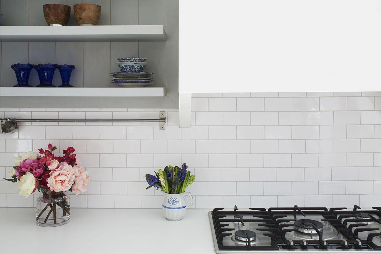 Treadgold Street By Ardesia Design White Tiles Worktop Kitchen Gas Hob In 2020 White Worktop Renovation Georgian Homes