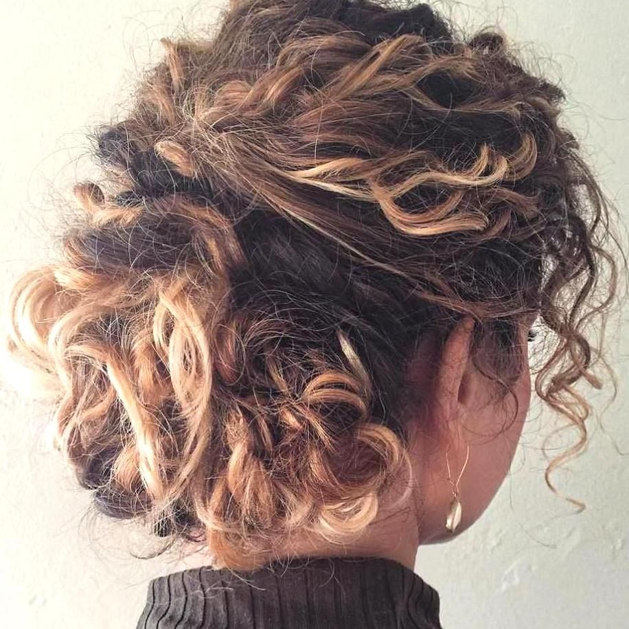 Messy Updo For Curly Hair In 2020 Curly Hair Styles Super Curly Hair Curly Hair Styles Naturally