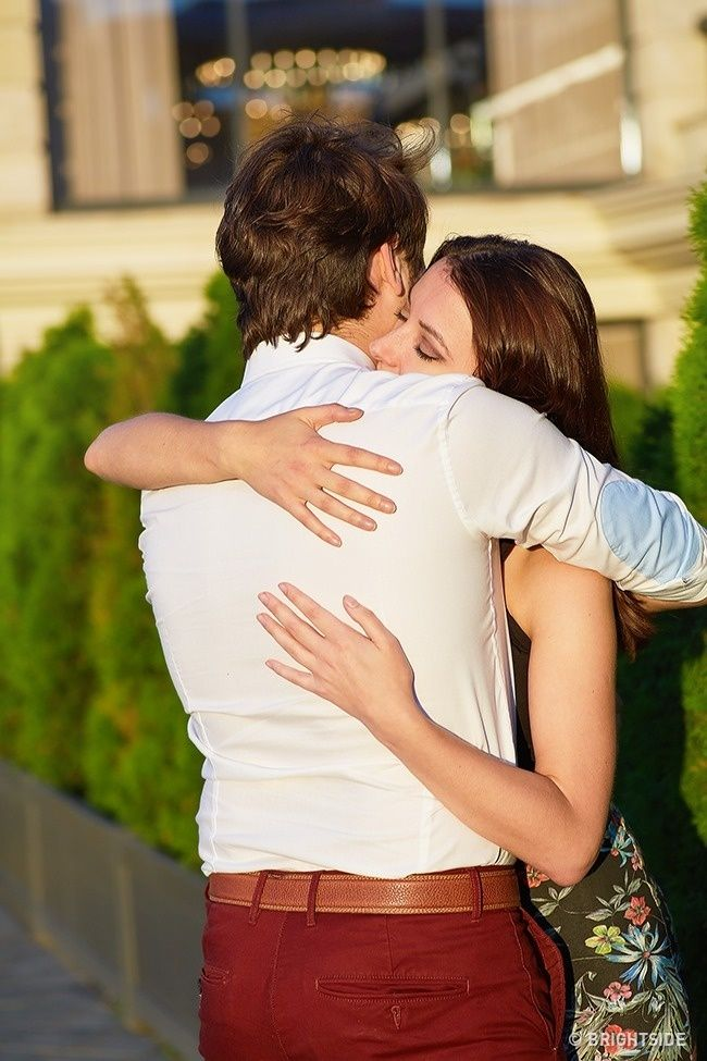 These 9 Types of Hug Will Shed Light on Your Relationship