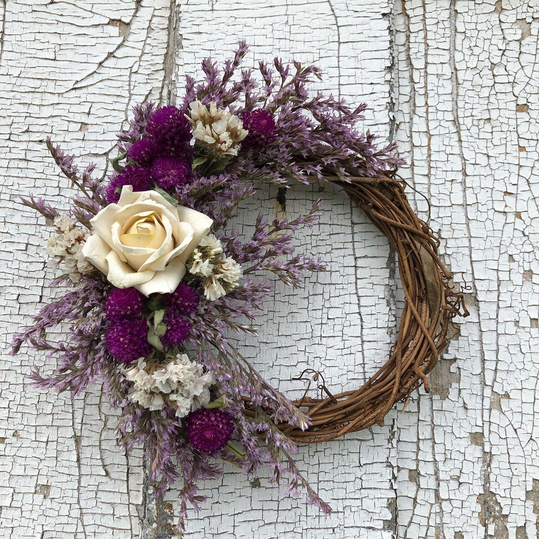 Carol Howell On Instagram Sweet Little Wreath With Lilac German Statice Purple Gomphrena White Annual Static In 2020 Dried Flower Wreaths Dried Flowers Paper Roses