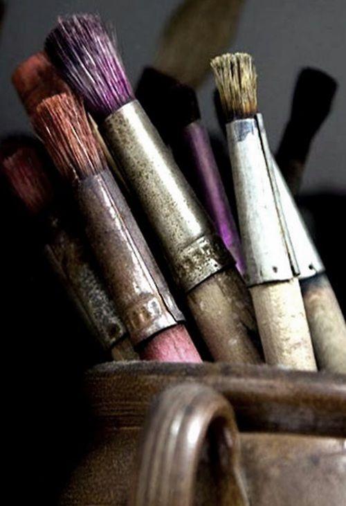•Você tem o seu pincel, tem suas tintas, pinte o paraíso e depois entre nele. Nikos Kazantzadis