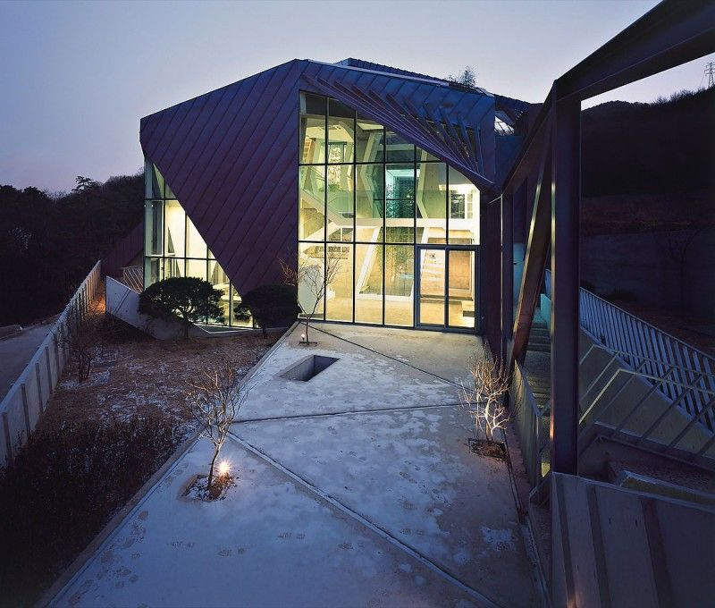 Purple Hill House by Iroje KHM Architects, South Corea