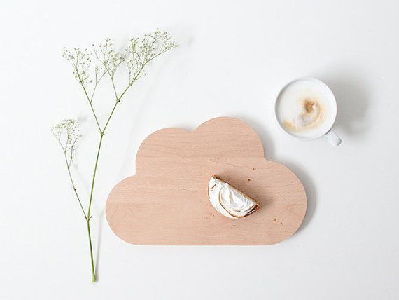 fr hst cksbrettchen in form einer wolke ein s es geschenk f r die liebste zum valentinstag. Black Bedroom Furniture Sets. Home Design Ideas