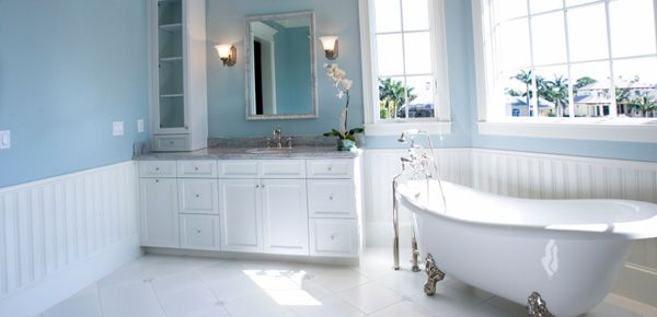 white bathrooms - Traditional Bathrooms