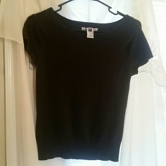 GAP SHORT SLEEVE SWEATER This is a must for every ladies closet! This is a very soft, comfortable  and beautiful short sleeve, black GAP sweater. In extremely good condition! GAP Sweaters