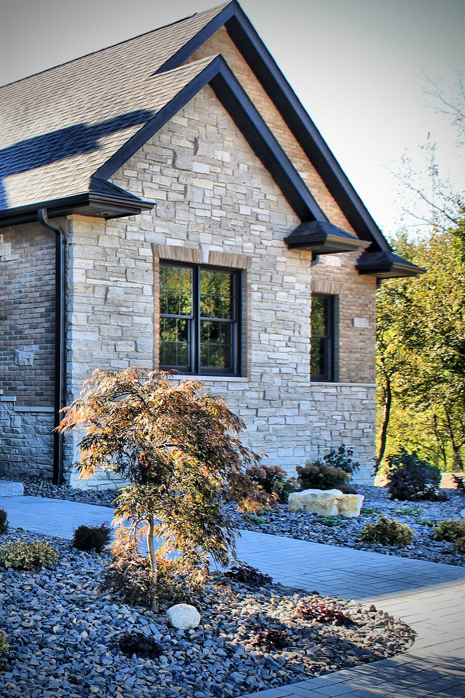 Fond Du Lac Country Squire Veneer Stone Home Fireplace Stone Exterior Brick Exterior Stone House Exterior