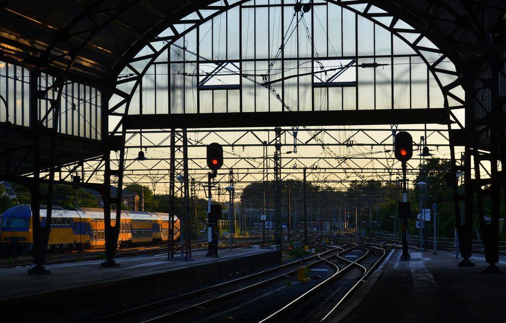 Afbeeldingsresultaat voor haarlem station avond