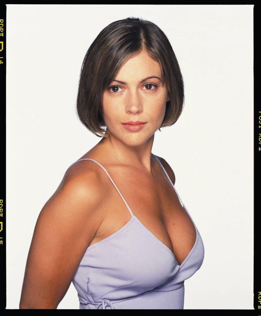Charmed Alyssa Milano Phoebe S1 Dvdbash05 With Images Alyssa