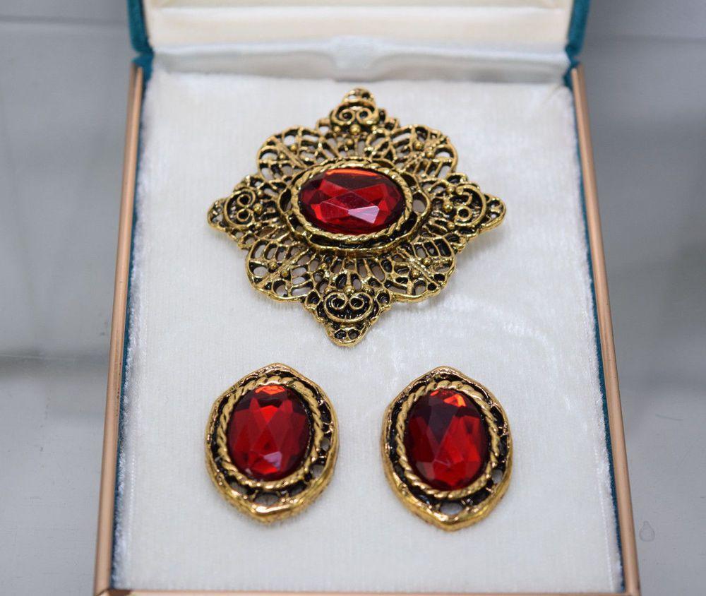 Elegant vintage red gold tone filigree pin brooch pin post pierced