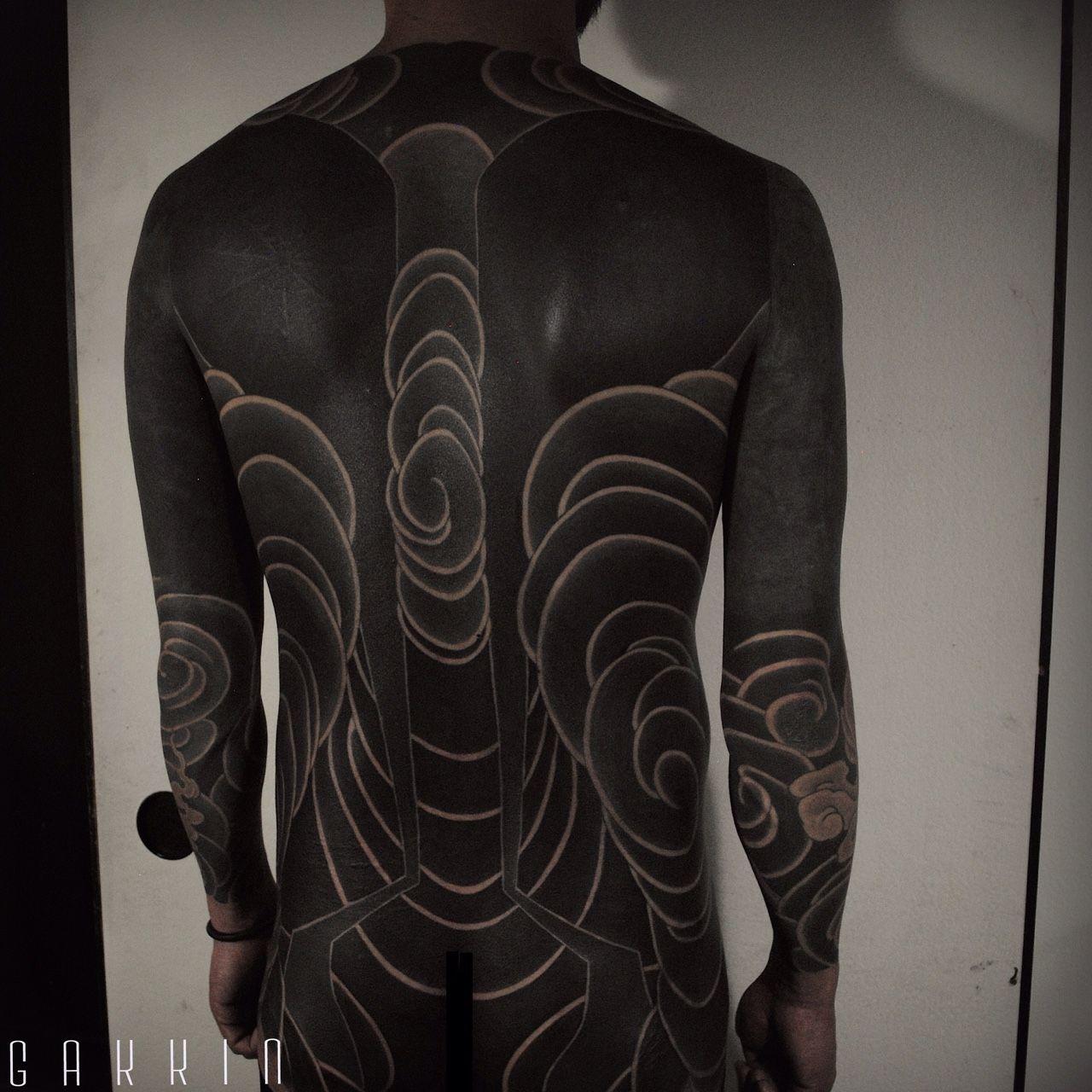 8 Beautiful Brutal Black Tattoos By Gakkin Tatoo Ideias De Tatuagens Tatuagem