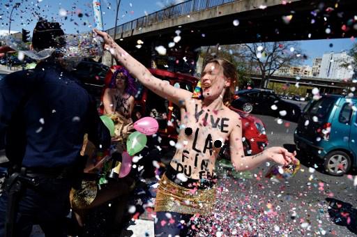 celebración Femen 1º de Mayo frente a local de Frente Nacional