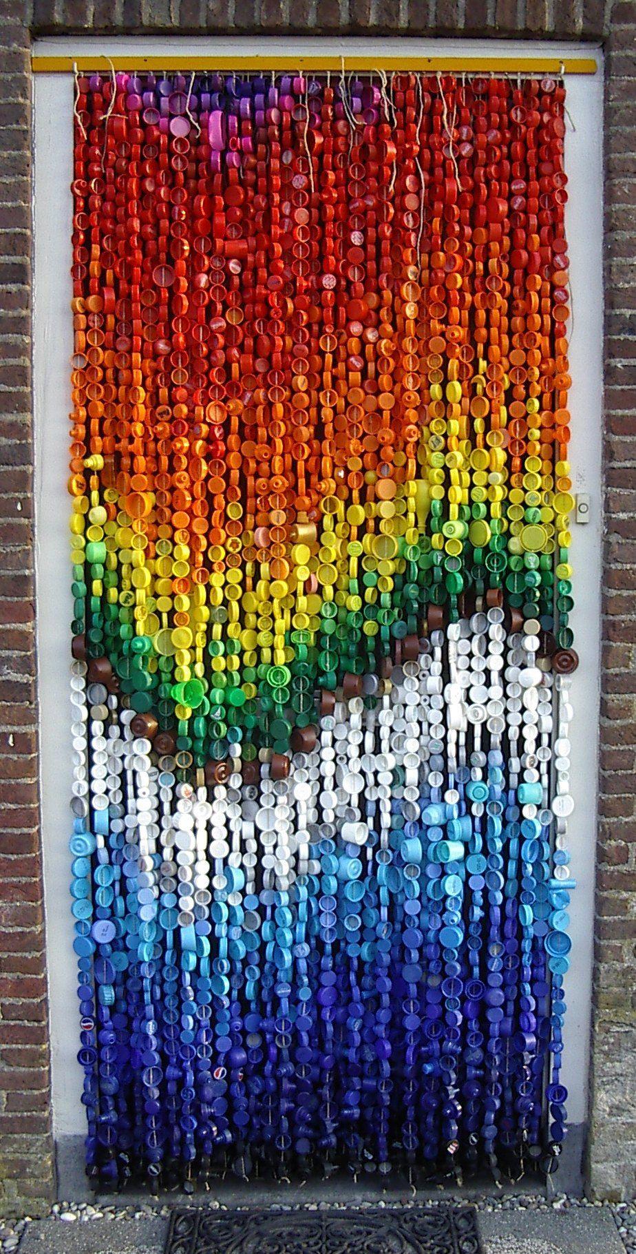 Cortina con tapones de pl stico decoraci n pinterest for Ganchos plasticos para cortinas