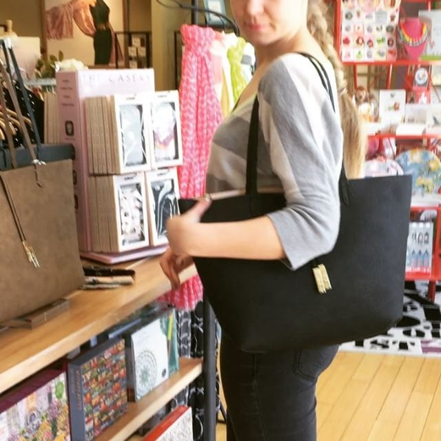 Inna is demonstrating all the uses in our favorite reversible tote! This 3-in-1 bag comes in many colors and new styles every season! This is the linen textured bag. #newbag #bag #bagobsession #springfashion #shopping #shopsmall