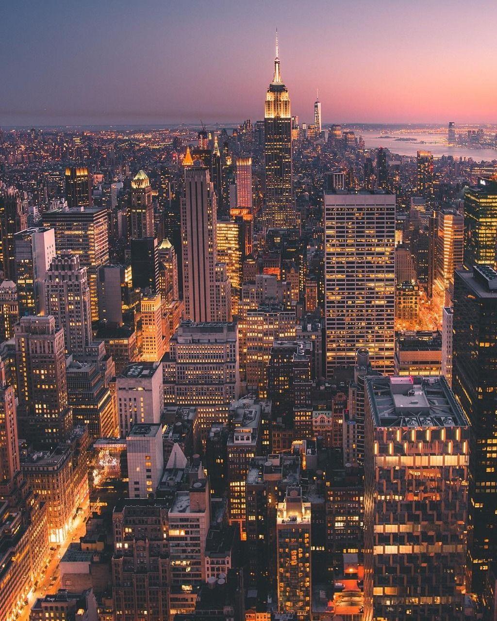 Manhattan At Night By Giltamin New York City Travel New York Wallpaper City Aesthetic