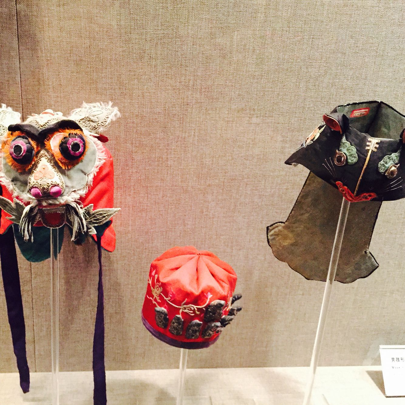 The image of hats is the head of tiger.In China,children wear the hat that means eliminating ward off evil.