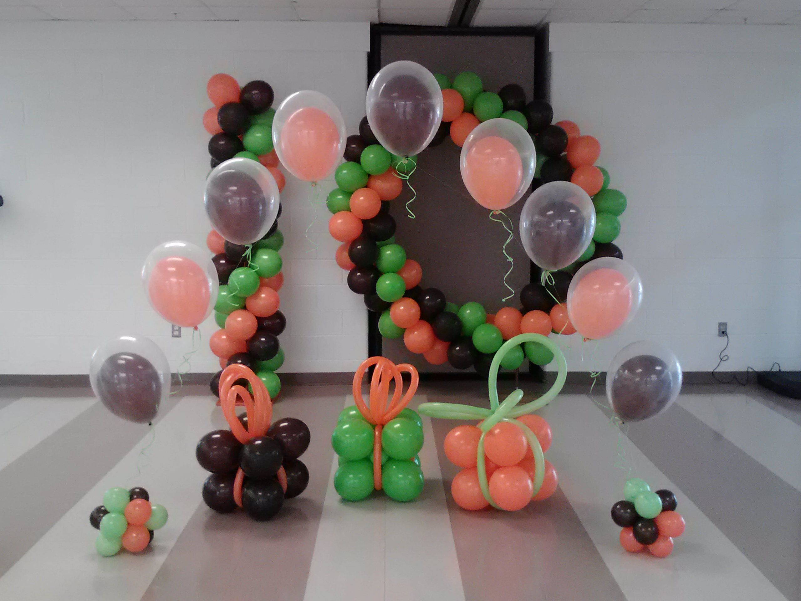 String of pearls gift balloon clusters and balloon for Balloon cluster decoration
