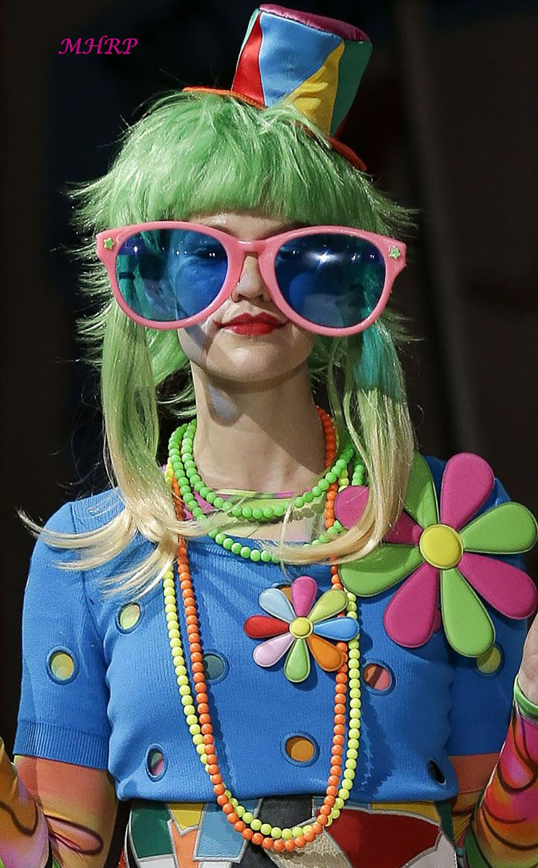 moschinovogueresort2019 Pop art fashion, Fashion art
