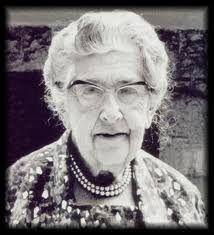 Dame Agatha Mary Clarissa Christie, Lady Mallowan, DBE (* 15. September 1890 in Torquay, Grafschaft Devon; † 12. Januar 1976 in Wallingford, gebürtig Agatha Mary Clarissa Miller)