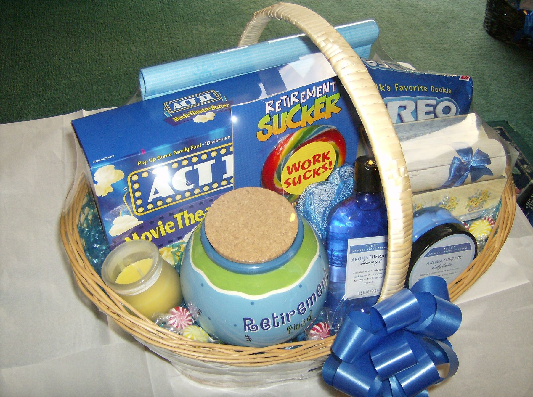 Retirement basket (With images) Retirement party gifts