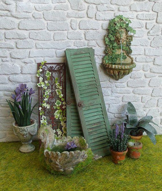 Volet Miniature en bois Peinture vert gris vieillie Serrure