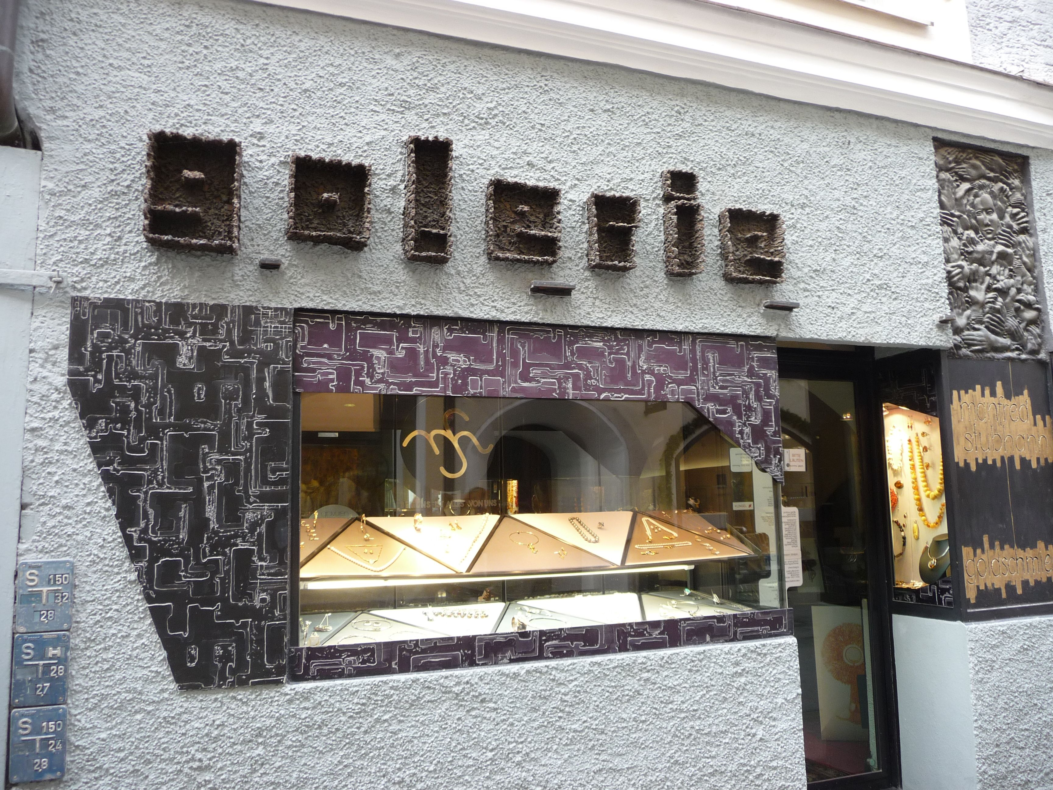 glorious textured 'galerie' sign