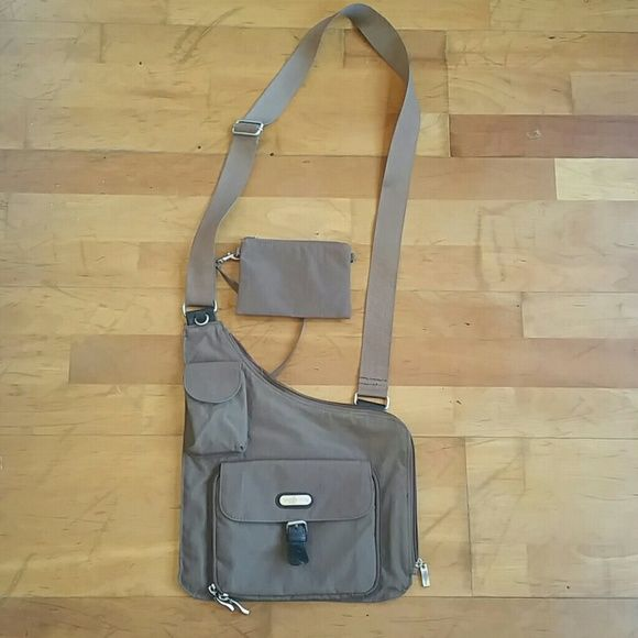 Baggallini crossbody purse Baggallini crossbody purse, comes with detachable coin purse, used twice, EUC. Baggallini Bags Crossbody Bags