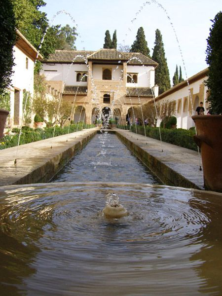 Beautiful water fountain at Alhambra Generalife, Granada. Photography by Niki Clay @ travelproject.com.au