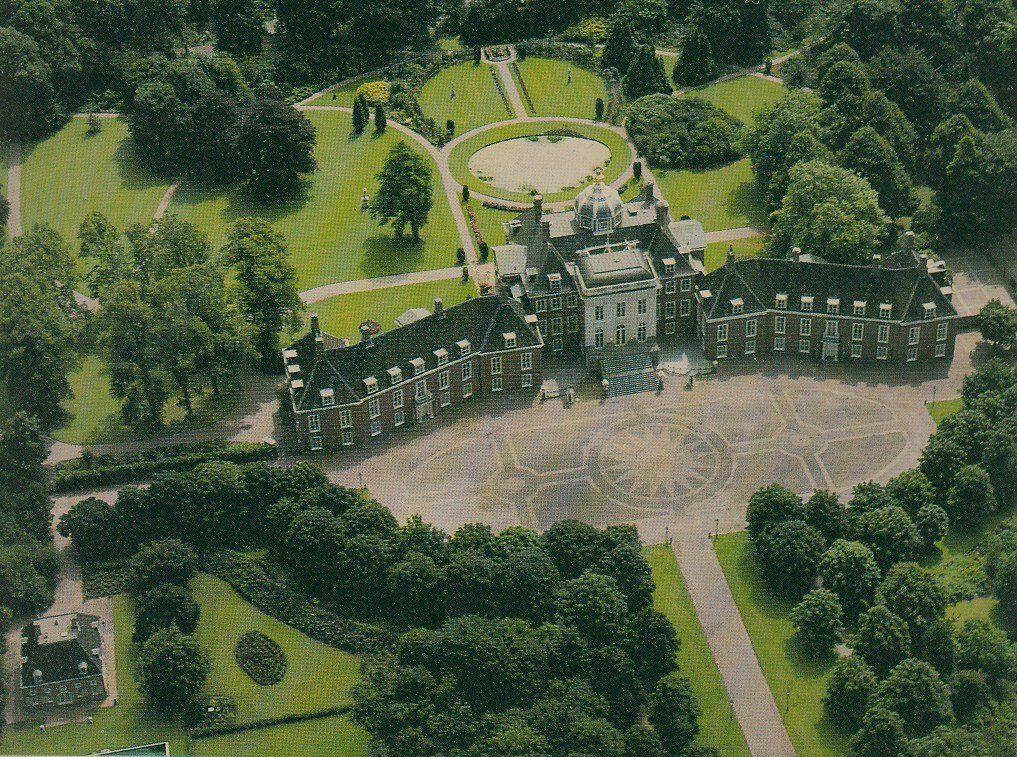 Huis ten bosch home royal residence kingdom of the for Huis ten bosch hague
