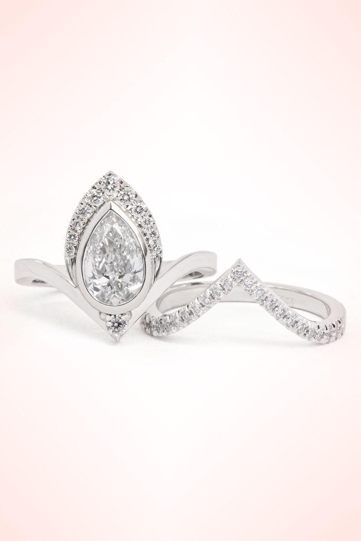Beautiful unique art deco engagement rings set pear diamond