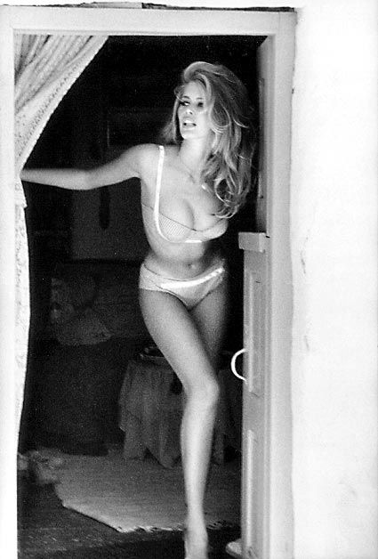 Claudia Schiffer - Guess I remember this ad...she is curvy and sexy. Why don't models look like this anymore?