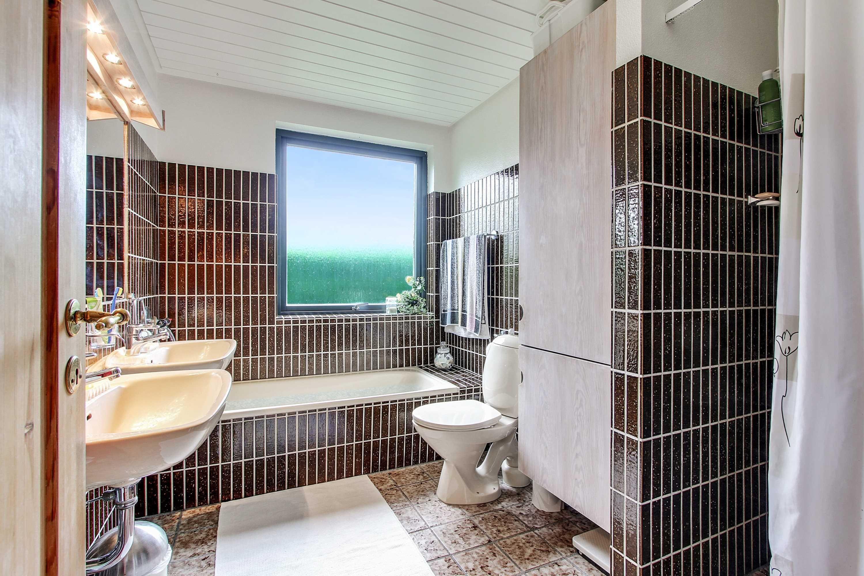 Ejendomsmæglerfirmaet John Frandsen Bolig - Kingosvej 23, 8700 Horsens | Bathroom | Bathroom