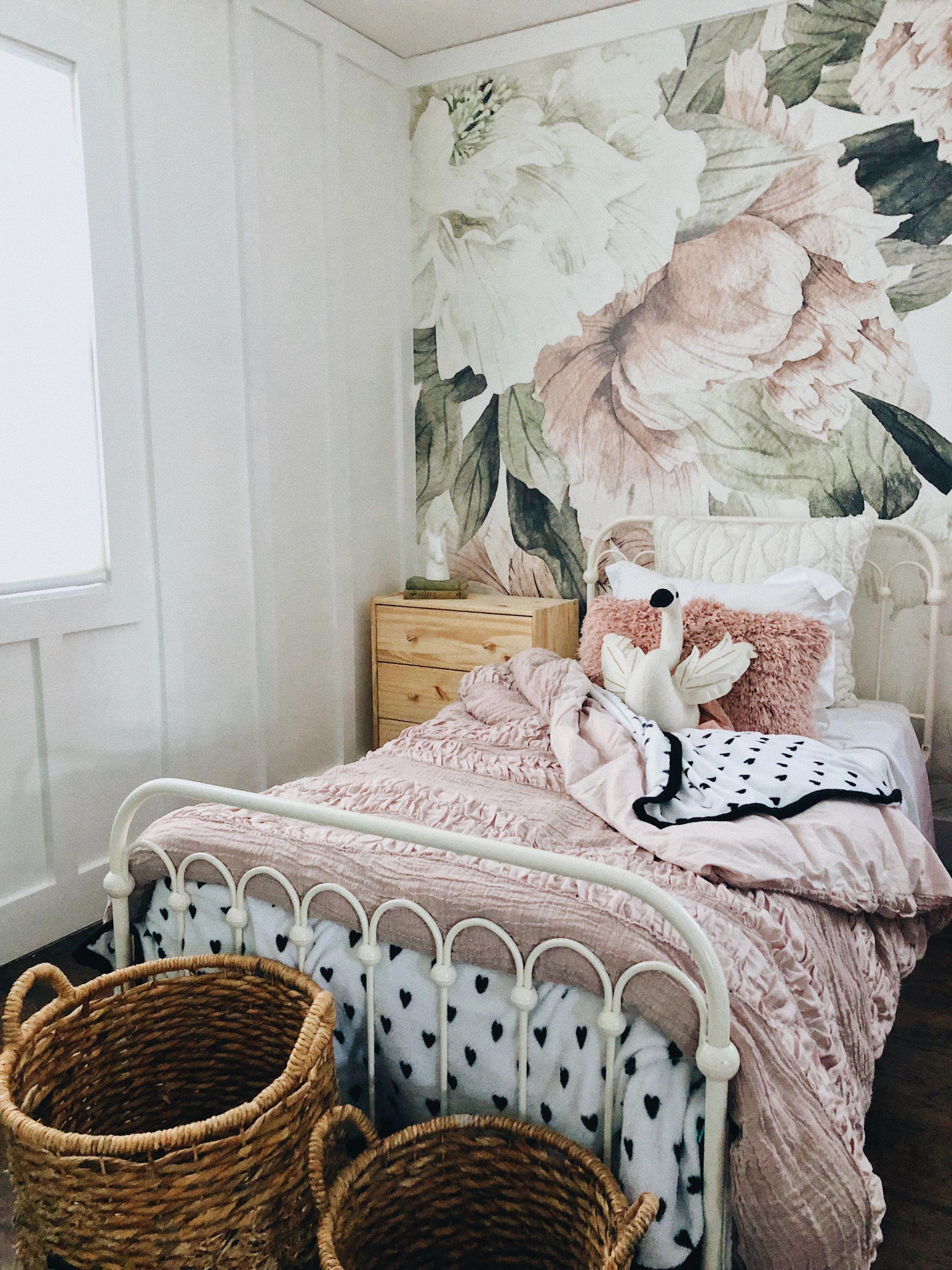 Blush Floral Wallpaper – Vintage Mural | Watercolor Wallpaper Çocuk Odası