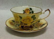 Elizabethan fine bone china tea cup & saucer yellow roses Gold Trim England