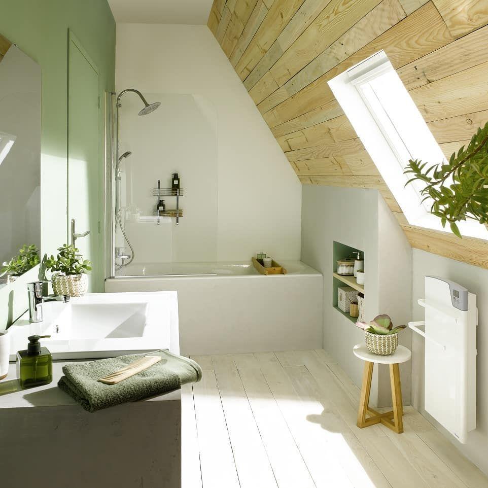 Am�nager une salle de bain sous des combles, c'est non seulement possible, mais c'est m�me facile gr�ce au s�che-serviettes �lectrique Majorque.  Mesurant moins d?un m�tre de hauteur, il s?int�gre dans les plus petits recoins de votre salle de bains et fa