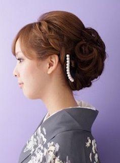 卒業式の着物に合うロングヘアの母親の編み込みの髪型