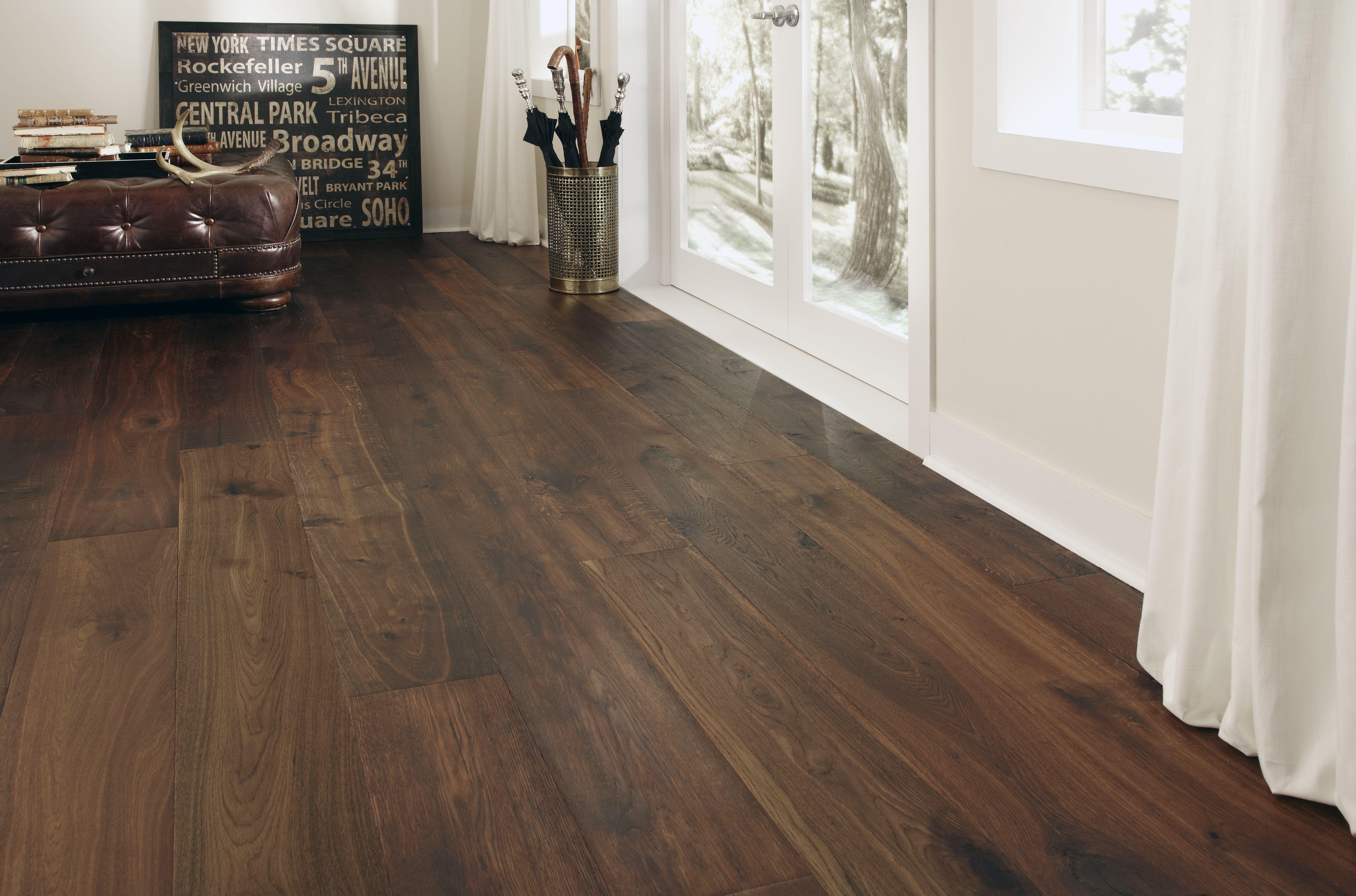 Montage European Oak S Vintage Hardwood Flooring Captures The Essence European Style With Its Antiquing And Heirloom E Decoration Interieure Decoration Parquet