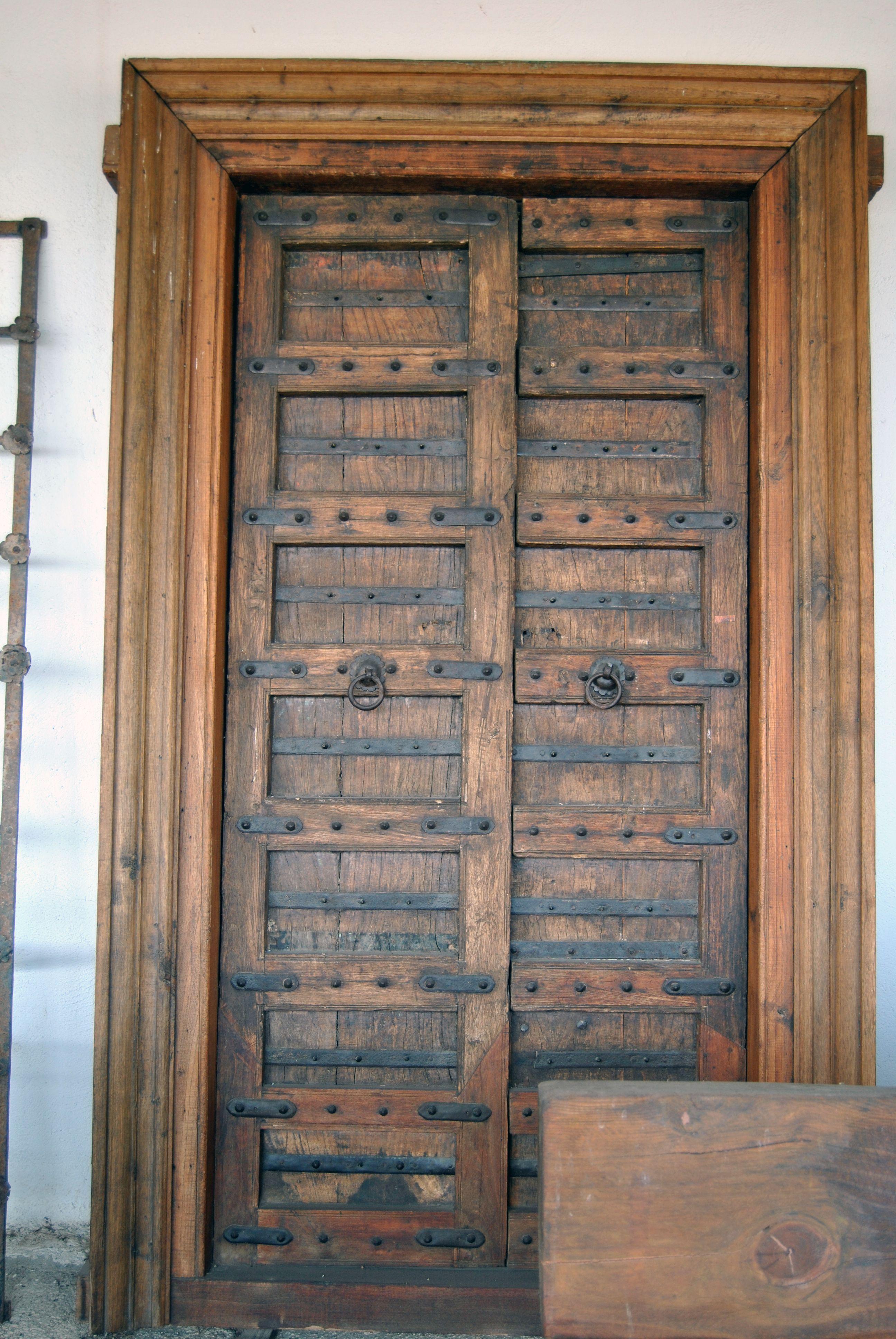 Puerta de madera maciza solo en anticuable ideas para for Puertas de entrada de madera maciza